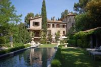 Villa in France, Aix-en-Provence: Picture 1 of Aix-en-Provence holiday chateau