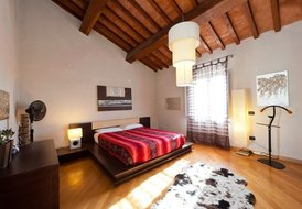 House 2-4-6 p. private swimming pool, garden & parking in Pisa