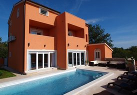 LUXURY VILLA IN MODERN ISTRIAN STYLE WITH HEATED SWIMMING POOL