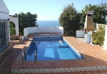 Villa in Spain, Torrox: Pool and BBQ area with fabulous sea views.
