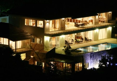 House in Chaweng, Koh Samui: View of the very substantial villa at night