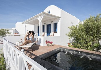 Villa in Greece, Oia: Relax your body and your soul to the outdoor hydro-massage spa for 6 p