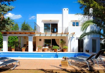 4 bedroom Villa for rent in Cala D'Or