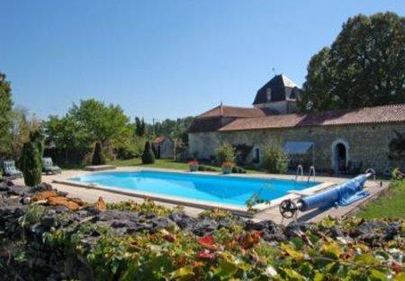 Villa in Bourg-des-Maisons, France: Picture 1 of pool Dordogne Perigord chateau