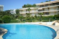 Apartment in France, Cannes: The communal swimming pool