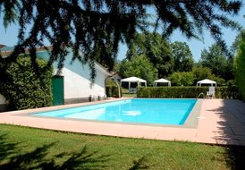 MIMOSA, up to 4 sleeps apt, with swimming pool and garden
