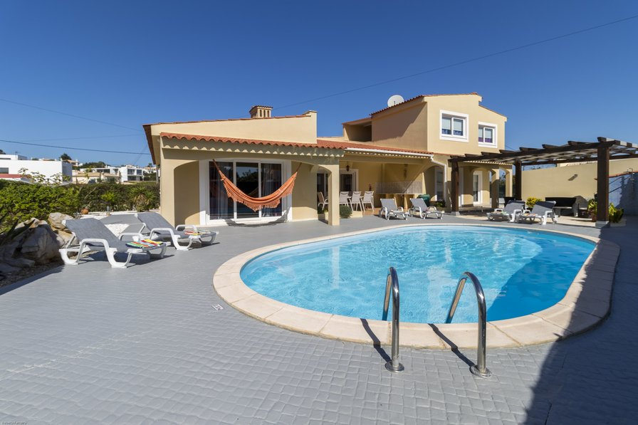 Villa To Rent In Alcalar Algarve With Private Pool 130418