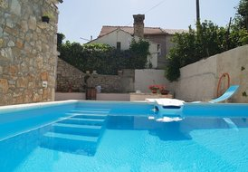 Villa Ariana, 6 people holiday villa with pool