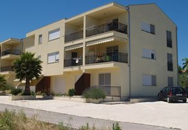 MIVA, Beachfront apartment, sleeps 4
