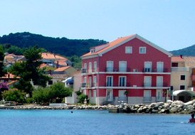 MOCIRA, Seafront apartment, sleeps 6
