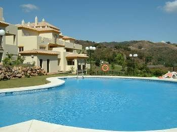 Apartment in Spain, Marbella: Swimming pool and gardens