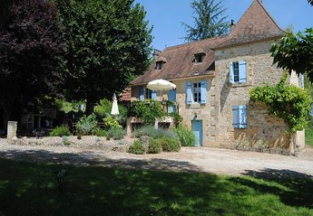Farm House in France, Lanquais: Beautiful farmhouse in large private grounds