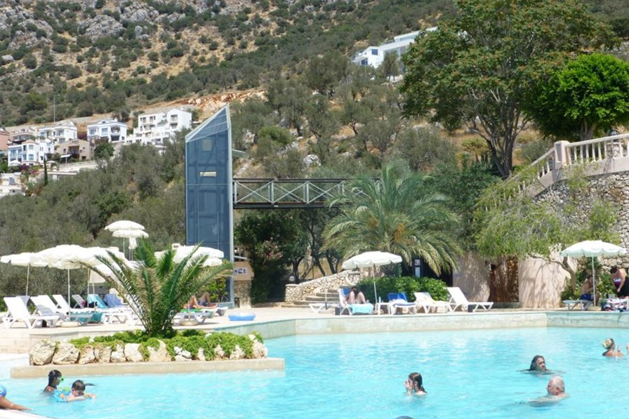 Apartment in Turkey, Kalkan: You could always take the lift down to the salt water family pool, si..