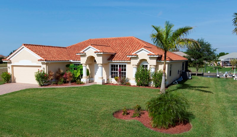 Villa in USA, Cape Coral: Front of Villa - Gulf of Mexico salt water canal access with heated pool