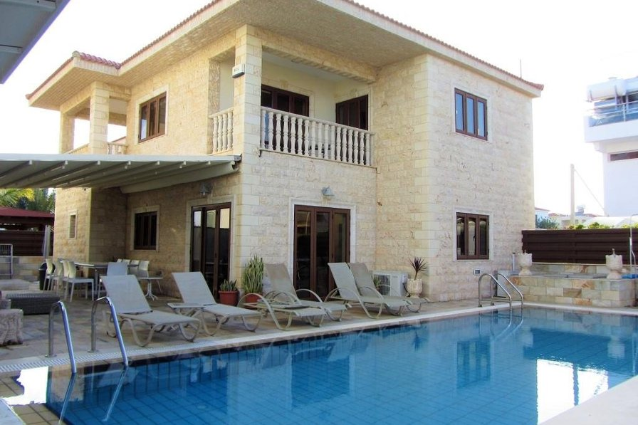 Villa four bedroom for 10