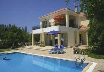 Villa in Cyprus, Polis Chrysochou: You shall enjoy stunning view,quiet area and private swimming p..