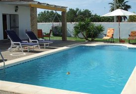 2 bed private villa only a 5 minute drive to la barrosa beach