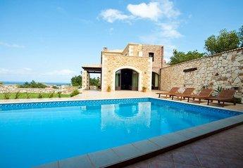 3 bedroom Villa for rent in Platanias