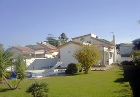 Fantastic 4 bedroom villa with large pool, very close to beach