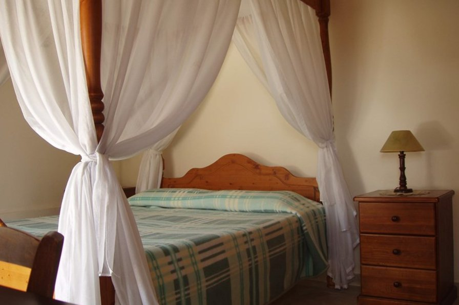Village house in Cyprus, Tochni: Bedroom suite