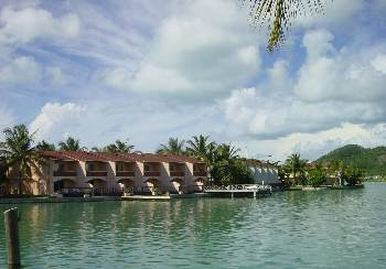 Villa in Antigua and Barbuda, Jolly Harbour: Perfect waterside location