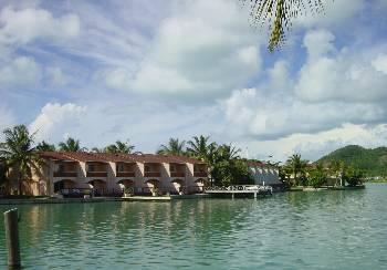 Villa in Antigua and Barbuda, Jolly Harbour: Perfect waterside location