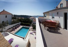 Penthouse with big roof terrace in villa with pool, Hvar town