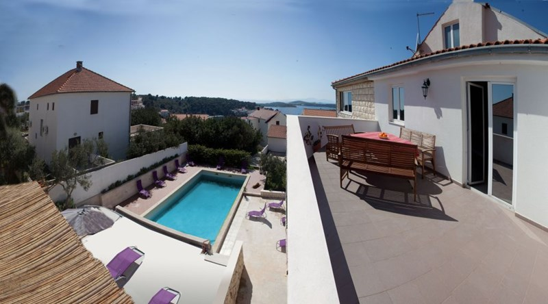 Penthouse apartment in Croatia, Town of Hvar: Roof Terrace with sea and pool view