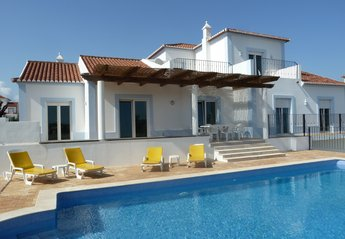 Villa in Portugal, Alecrineira: superb villa, heated pool, aircon, games room, wifi, large garden