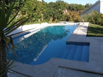 Villa in Portugal, Galamares: Garden and swimming pool