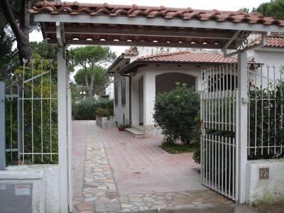 Villa in Italy, Baia Domizia (Cellole): View from the entrance gate
