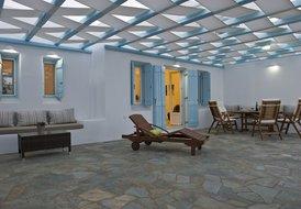 6 guest villa in Paros