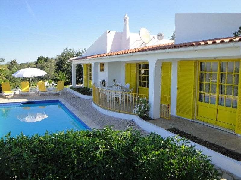 Villa in Portugal, Tunes