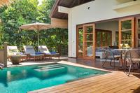 Villa in Indonesia, Jimbaran: Villa Karma Indah exterior, direct access from living room to the sw..