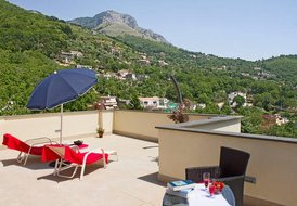 Gorgeous apartment near Sorrento for up to 4 people