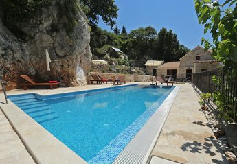 Villa in Croatia, Mlini: Swimming pool and villa