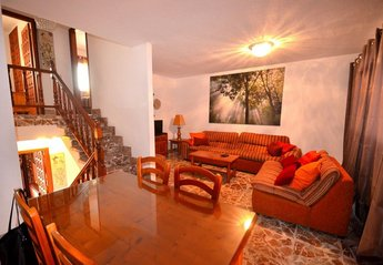 4 bedroom Cottage for rent in Playa de Las Americas