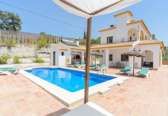 5 bedroom Villa for rent in Comares