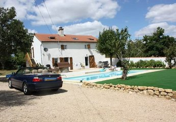 3 bedroom Farmhouse for rent in Fontenay le Comte