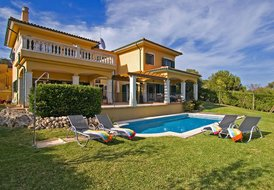 Villa Luna -  500m walk to Beach Perfect for Family and Friends