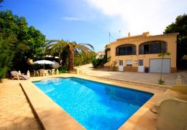 Lovely villa for 6 persons with private pool