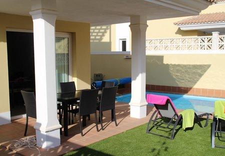 Villa in Geafond, Fuerteventura: Alfresco dinner near the swimmingpool