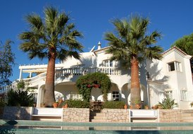 4 Bedroom golf villa, with heated pool & hot tub, & air-con.
