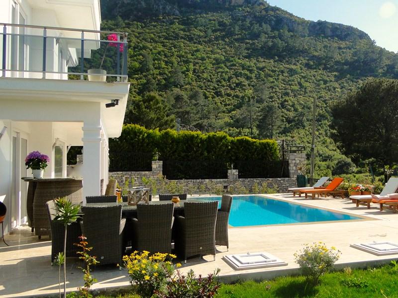 Villa in Turkey, Ovacik: Dining table, bar and pool area