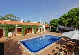 Luxury 4 bedroom villa with pool,located in the Lagos countryside