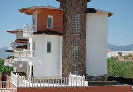 Detached 4 Bedroom villa with private swimming pool  beside Beach