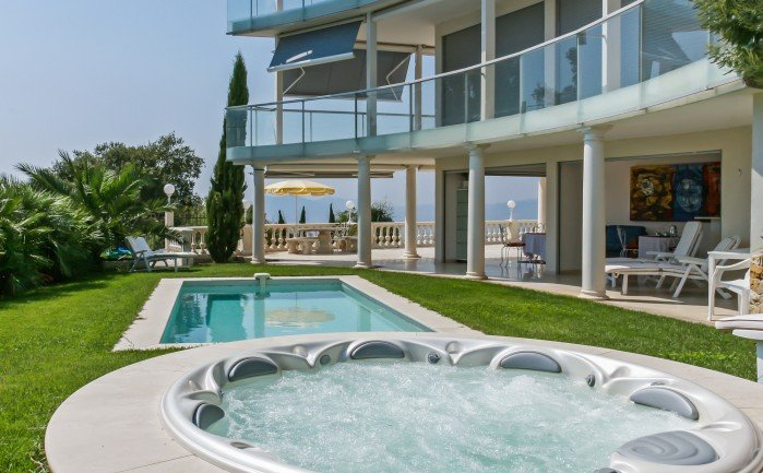 Villa in France, La Californie