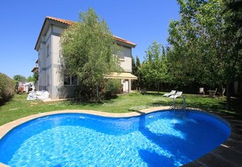Villa in Spain, Granada City: Front of Villa with private pool