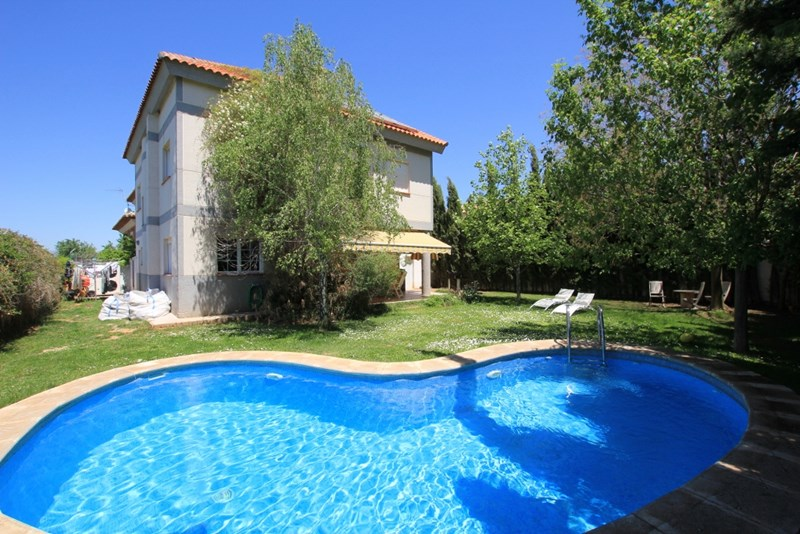 Villa in Spain, Dílar: Front of Villa with private pool