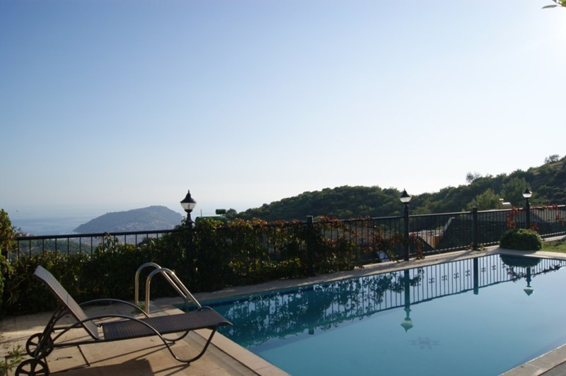 Villa in Turkey, Alanya city centre: Relax by your private pool with stunning views in Alanya, Tur..